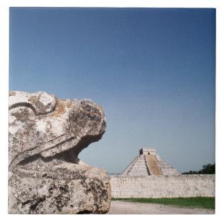 メキシコのピラミッドによる蛇の彫像 タイル