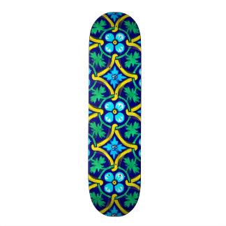 メキシコタイルのデザインのティール(緑がかった色)の黄色の花柄 スケートボード