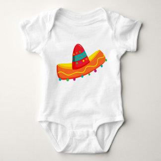 メキシコ人のCinco deメーヨーのソンブレロのベビーのTシャツ ベビーボディスーツ