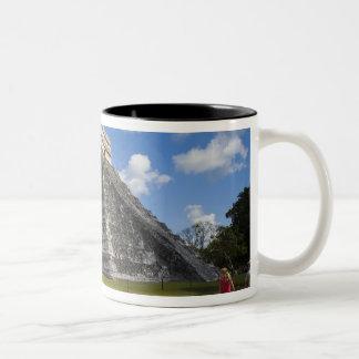 メキシコ、キンタナ・ロー州、カンクンの近くで、Chichen 4 ツートーンマグカップ