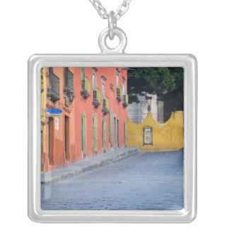 メキシコ、サン・ミゲルdeアジェンデの家 シルバープレートネックレス