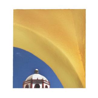 メキシコ、サン・ミゲルdeアジェンデ。 組み立てられる教会 ノートパッド