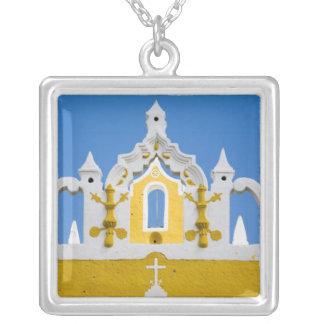 メキシコ、Yucatan、Izamal。 フランシスコ会の女子修道院3 シルバープレートネックレス