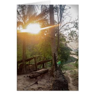 メコン川、ラオスの田園川岸の村 カード