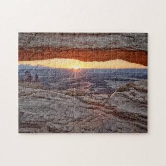 メサのアーチ、Canyonlandsの国立公園の日の出 ジグソーパズル