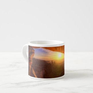 メサのアーチ、Canyonlandsの国立公園 エスプレッソカップ