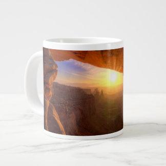 メサのアーチ、Canyonlandsの国立公園 ジャンボコーヒーマグカップ