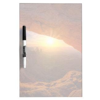 メサのアーチ、Canyonlandsの国立公園 ホワイトボード