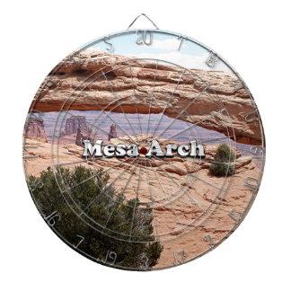 メサのアーチ: Canyonlandsの国立公園、ユタ ダーツボード