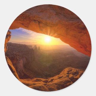 メサのアーチ、Canyonlandsの国立公園 ラウンドシール