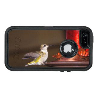 メスのルビーthroatedハチドリ オッターボックスディフェンダーiPhoneケース