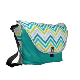 メッセンジャーバッグ: ターコイズ、緑、青いシェブロン クーリエバッグ