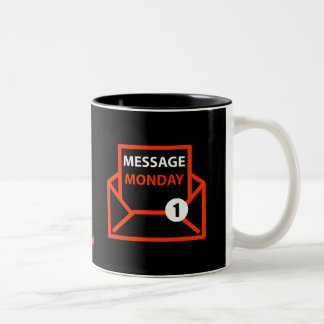 メッセージの月曜日の黒いマグ ツートーンマグカップ