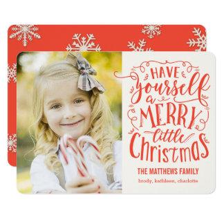 メリーで小さいクリスマスの休日の写真カード カード