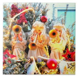メリークリスマスの天使のトランペットを吹くこと タイル