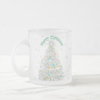 メリークリスマスの木の透明な背景 フロストグラスマグカップ