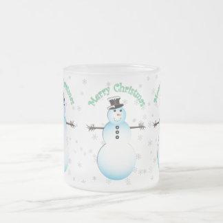 メリークリスマスの雪だるまの透明な背景 フロストグラスマグカップ