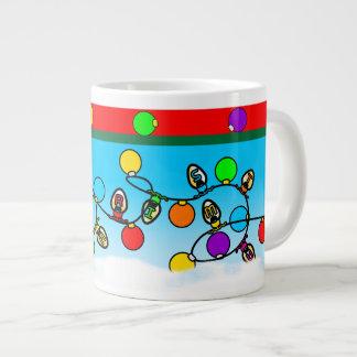 メリークリスマスの電球のデザイン ジャンボコーヒーマグカップ