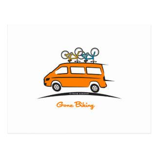 メルセデスの短距離走者によって行く自転車に乗ること ポストカード