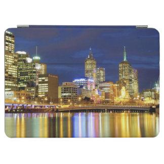 メルボルン、オーストラリア。 2の夜の眺め iPad AIR カバー