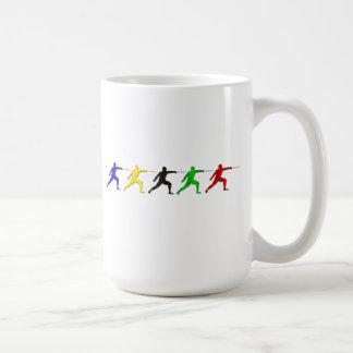 メンズアスリートレディーススポーツを囲っているEpeeのFencers コーヒーマグカップ
