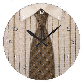 メンズブラウンのワイシャツおよびタイのノベルティの柱時計 ラージ壁時計