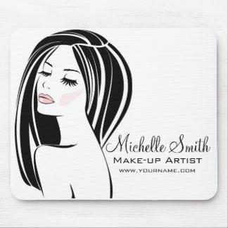 メーキャップアーティストの女性の顔の長いまつげの決め付けること マウスパッド