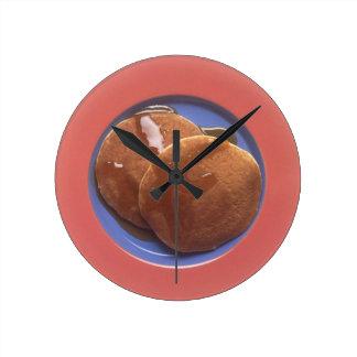 メープルシロップが付いているパンケーキ ラウンド壁時計