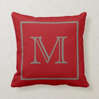 モカによってモノグラムのアメリカ人のMoJoの組み立てられる赤い枕 クッション