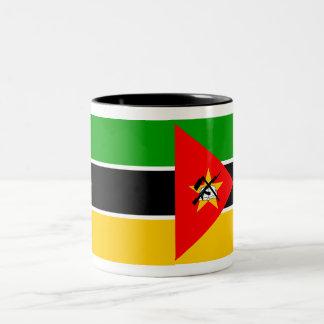 モザンビークの旗のマグ ツートーンマグカップ