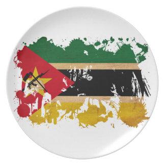 モザンビークの旗 皿