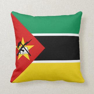 モザンビークの旗Xの旗の枕 クッション