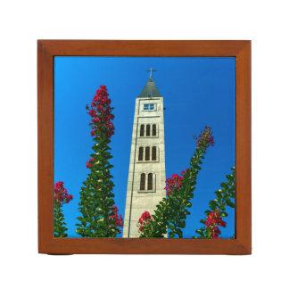 モスタル、ボスニア・ヘルツェゴビナの聖者のルークタワー ペンスタンド