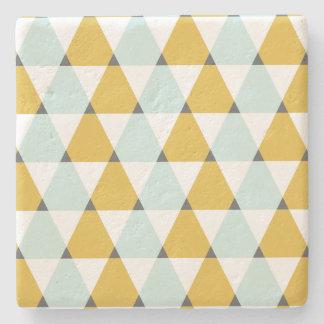 モダンで幾何学的で真新しく黄色い三角形パターン ストーンコースター