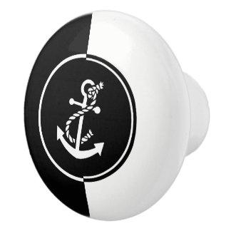モダンで幾何学的で黒く及び白く航海のないかり セラミックノブ
