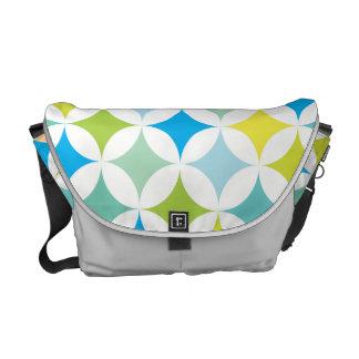 モダンで幾何学的なレトロのティール(緑がかった色)の青 メッセンジャーバッグ