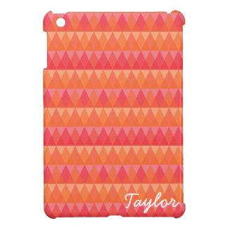 モダンで幾何学的な三角形パターン珊瑚及びピンクの芸術 iPad MINIカバー