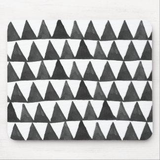 モダンで幾何学的な三角形 マウスパッド
