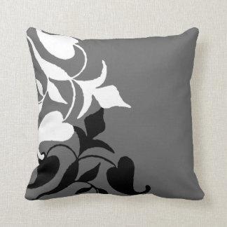 モダンで黒く及び白いつる植物の灰色の装飾用クッション クッション