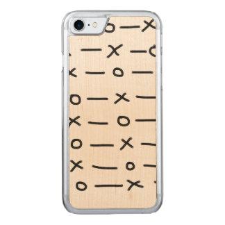 モダンなキスの抱擁パターン CARVED iPhone 8/7 ケース