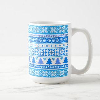モダンなクリスマスの青い雪片のセーターのコーヒー・マグ コーヒーマグカップ