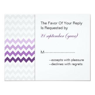 モダンなシェブロンの紫色のグラデーションな結婚式のrsvp カード