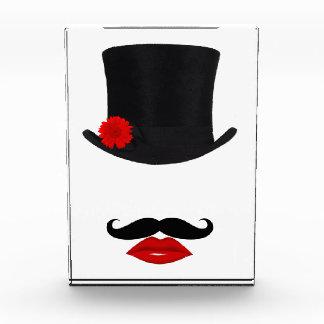モダンなシルクハットの女性With Mustache 表彰盾