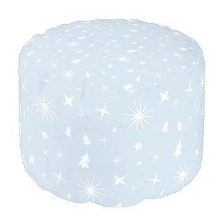 モダンなパターンクリスマスの空色は白を主演します プーフ
