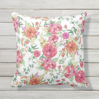 モダンなピンクの珊瑚の緑の水彩画の花柄のバラ クッション