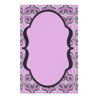 モダンなピンクの藤色パターン チラシ