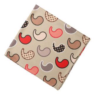 モダンなペイズリーのパターン、ベージュ色、赤、灰色および珊瑚 バンダナ
