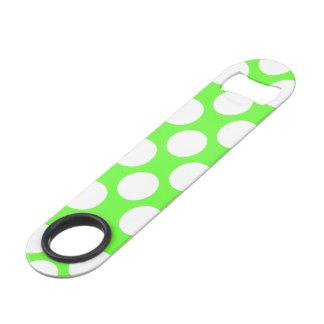 モダンなライムグリーンの白い水玉模様パターン スピードボトルオープナー
