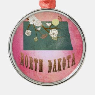 モダンなヴィンテージのノースダコタの州の地図キャンデーのピンク メタルオーナメント