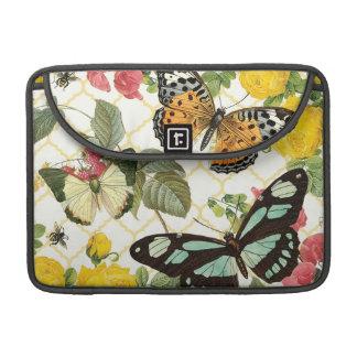 モダンなヴィンテージの蝶庭 MacBook PROスリーブ